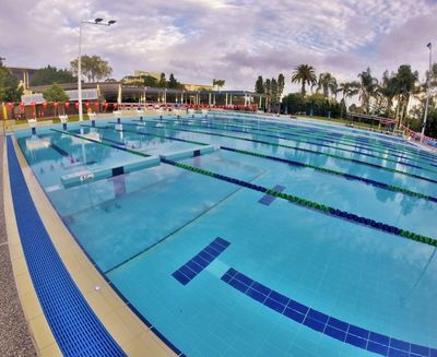 The SwimWall System effectively divides two 25 m lanes into four 12.5 m lanes.