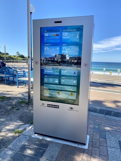 A digital sign on the beach boardward at Randwick, displaying weather information